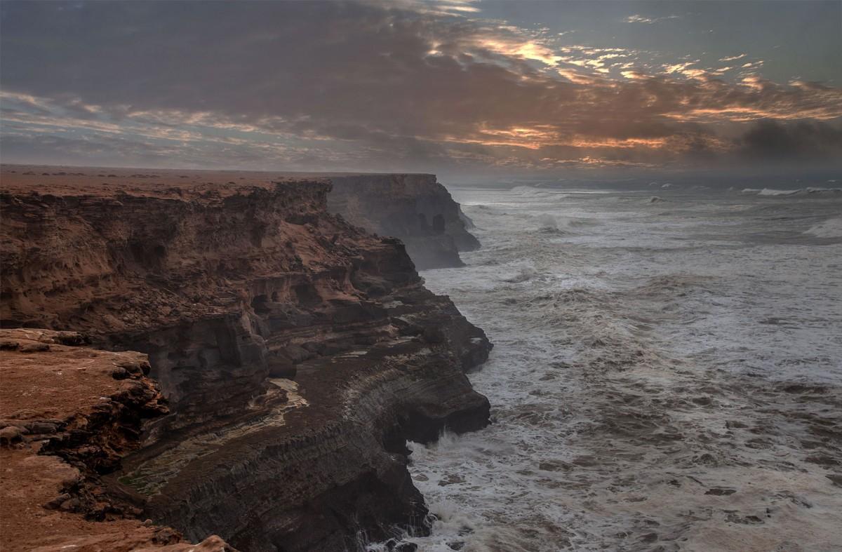 Zdjęcia: nad Atlantykiem, Al-Ujun-As-Sakija al-Hamra, Ponure klimaty, MAROKO