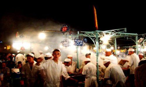Zdjęcie MAROKO / - /  Marrakesz / Noc na placu Dżemma El Fna