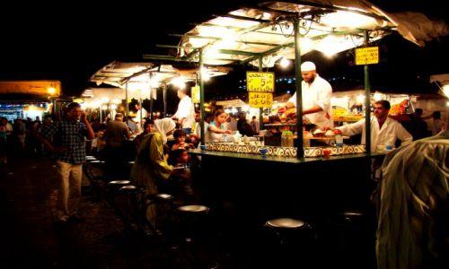 Zdjęcie MAROKO / - / Marrakesz / Restauracyjki na placu Djemaa el Fna