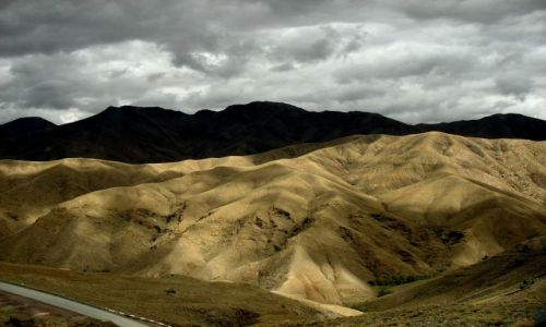 Zdjęcie MAROKO / Atlas Wysoki / Przełęcz Tizi n'Tichka / w drodze z Marakeszu do Ouarzazate
