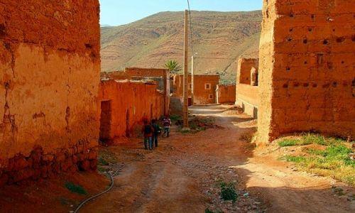 MAROKO / - / Taliouine (Taliwin) / Dzieci wracające ze szkoły.