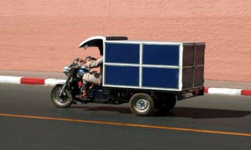 Zdjecie MAROKO / - / Marakesz / Pomysłowy środek transportu