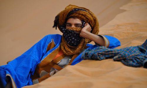 Zdjecie MAROKO / - / Tuareg w domu, czyli na pustyni / Mohammed