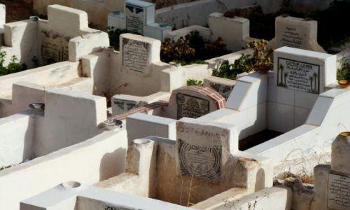 Zdjęcie MAROKO / - / Marrakesz / Cmentarz - w stronę Mekki