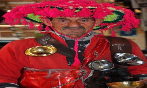 Zdjecie MAROKO / Plac Dżemaa el-Fna / Marakesz / Mobilny przedawca herbaty