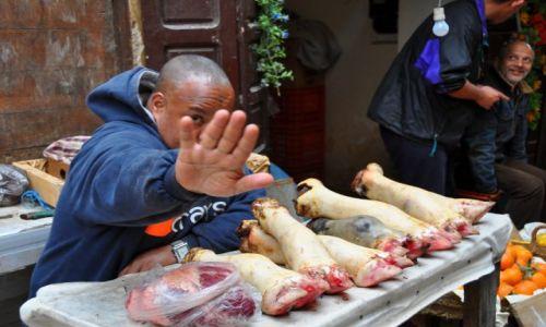 Zdjecie MAROKO / Plac Dżemaa el-Fna / Marakesz / Sprzedawca mięsa.