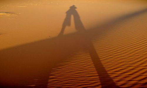 Zdjęcie MAROKO / - / Marakesz / Autoportret na pustyni.