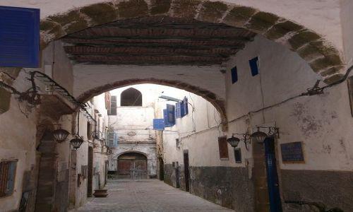 Zdjęcie MAROKO / Maroko / Essaouira / W zaułku