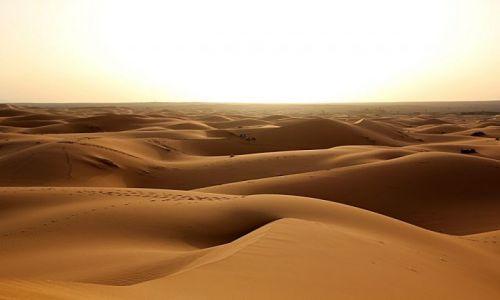 Zdjecie MAROKO / południowo-wschodni kraniec Tafilant / okolice Erfoud / Sahara #20, godz. 19:51.