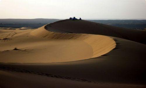 Zdjecie MAROKO / południowo-wschodni kraniec Tafilant / okolice Erfoud / Sahara, godz. 20:48.