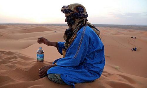 Zdjecie MAROKO / południowo-wschodni kraniec Tafilant / okolice Erfoud - Sahara / I piasek na pamiątkę.