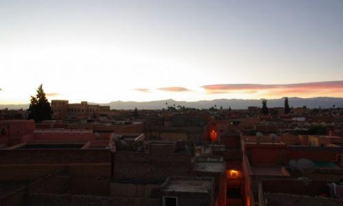 Zdjecie MAROKO / Marrakesz-Tansift-Al-Hauz  / Marrakesz / na dachu mediny