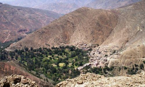Zdjecie MAROKO /  Atlas / droga przełęczą Tizi 'n' Test / Berberyjska wioska w górach Atlas