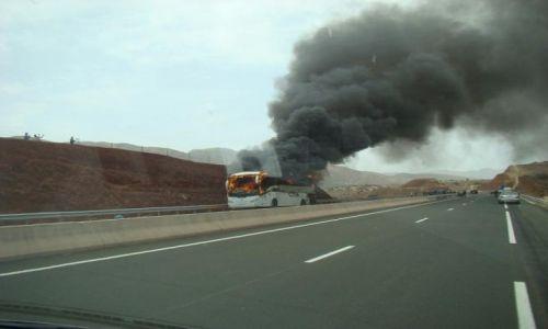 Zdjęcie MAROKO / autostrada w stronę Marrakech / Marrakech / W sierpniowym upale nawet auta nie wytrzymują