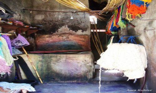 Zdjecie MAROKO / Południe / Marrakesh / Farbiarnia materiałów i wełenek na marakeskim suku