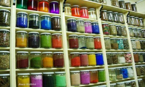 MAROKO / Południe / Marrakesh / Galeria kosmetyków i mieszanek na suku w Marrakeshu