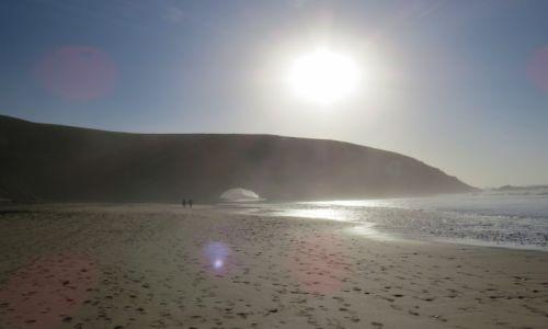 Zdjecie MAROKO / Taghazout / Taghazout / Łuki skalne na plaży w Legzirze, Maroko