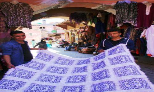 Zdjecie MAROKO / Tansift Al Hauz / Marrakesz / Tkaniny na łokcie
