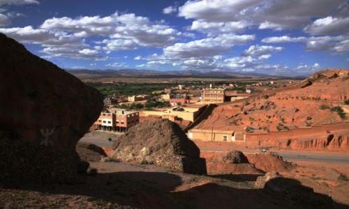 Zdjecie MAROKO / Ouarzazate / Nad rzeką Ounila / Hen daleko góry Atlas