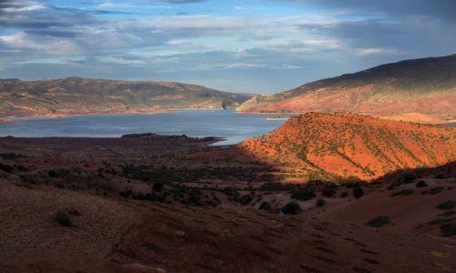 Zdjęcie MAROKO / Atlas Wysoki / Jezioro El Ouaidine / Na marokańskich bezdrożach