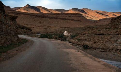Zdjecie MAROKO / Atlas Wysoki / Toumliline / Droga przez góry