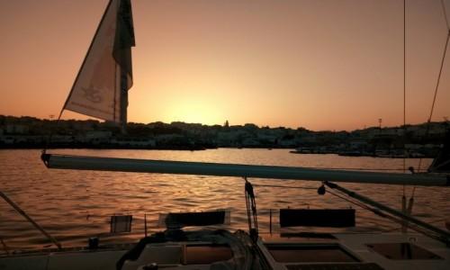 Zdjęcie MAROKO / Maroko / Maroko / Tanger z pokładu jachtu w basenie poortowym