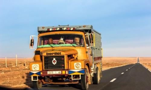 Zdjęcie MAROKO / Maroko  / Merzouga / Pustynna Komunikacja  :)