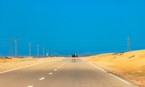 Zdjecie MAROKO / Zachodnia Sahara / Zachodnia Sahara / Wydmy, na drodze :)