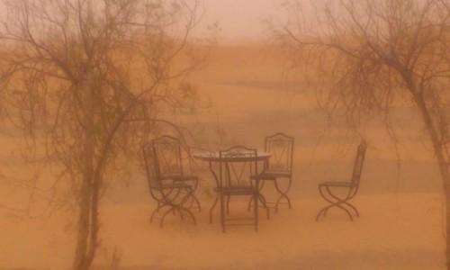 MAROKO / - / okolice miasta Merzouga / Burza piaskowa na Saharze :)