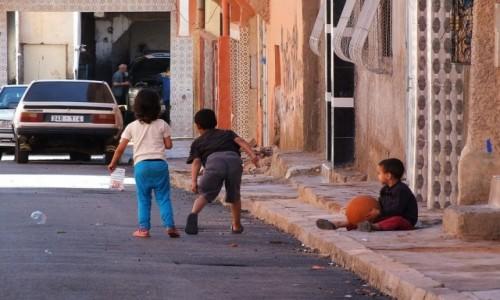 Zdjęcie MAROKO / * / Maroko / Dzieci się bawią