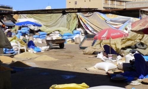 Zdjecie MAROKO / - / Bazar ze zbożem w Taroudant / Ile widać kobiet na zdjęciu?