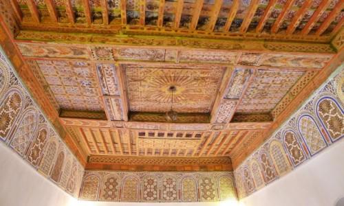 Zdjęcie MAROKO / Południowe Maroko / miasto  Warzazat / Jedno z pomieszczeń kazby / Kunsztowne sklepienie/ kazba Taourirt