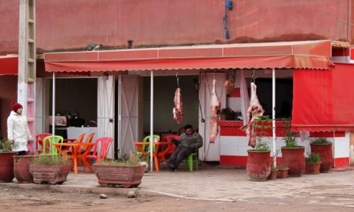 Zdjecie MAROKO / Sahara Zachodnia / gdzieś po drodze / Tadżinownia przy mięsnym