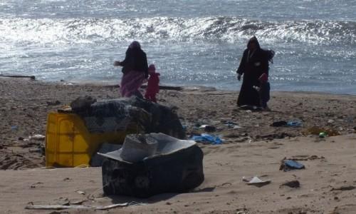 MAROKO / Sahara Zachodnia / nad Oceanem Atlantyckim / Rodzinny spacer po plaży