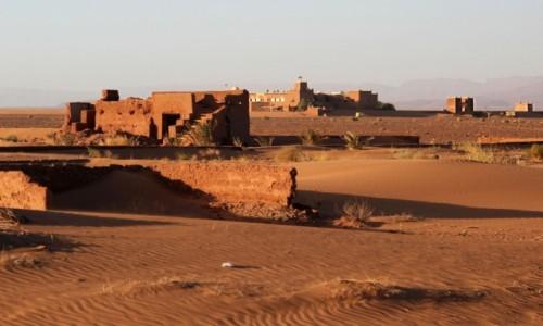 MAROKO / Zagora Province / gdzieś po drodze / W pustynnym piasku