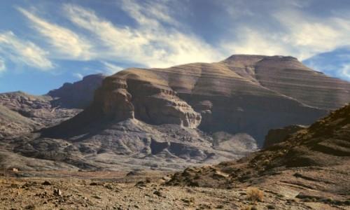 Zdjecie MAROKO / Maroko / gdzieś po drodze / Wioska u podnóża skały