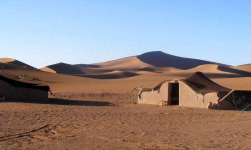 Zdjecie MAROKO / gdzieś w Maroku / pustynia Mhamd / beduińska osada