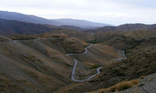 Zdjęcie MAROKO / Atlas Średni / w górach / taka sobie droga