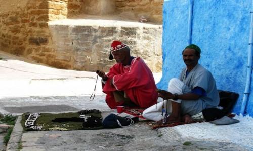 Zdjęcie MAROKO / trasa Agadir  Casablanka / Rabat / kasba Oudaja - sprzedawcy pamiątek