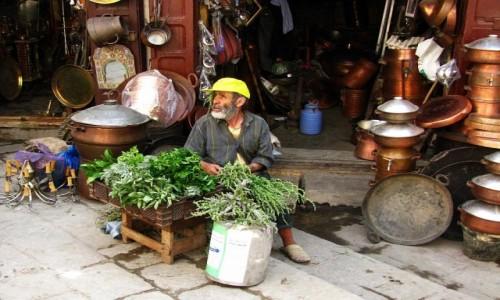Zdjęcie MAROKO / Fez / Fes el-Bali / sprzedawca ziół