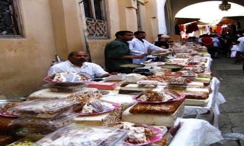 Zdjęcie MAROKO / Fez / Fes el-Bali / sprzedawcy słodyczy
