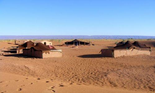 Zdjęcie MAROKO / Mhamid / pustynia / wioska beduińska