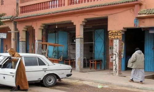 Zdjecie MAROKO / Maroko / gdzieś po drodze / Mercedesem pod restaurację