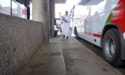 Zdjecie MAROKO / Marrakesz-Zachodnie Maroko / Dworzec autobusowy / Autobusem w Ramadanie2