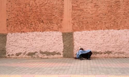 Zdjecie MAROKO / Maroko / gdzieś po drodze / Pod murem