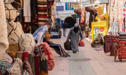 Zdjęcie MAROKO / Marrakesz / Marrakesz / Przejście labiryntem uliczek souku