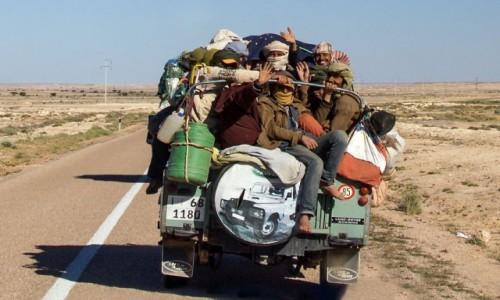 Zdjęcie MAROKO / Sahara Zachodnia / gdzieś po drodze / Przepisów drogowych ciąg dalszy