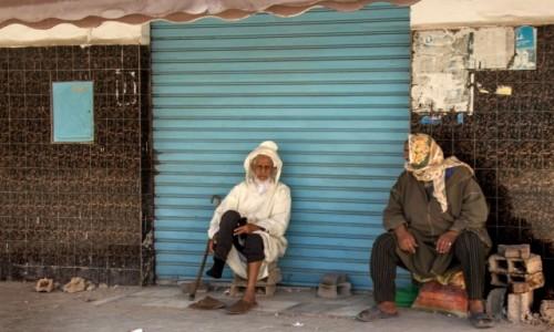 Zdjecie MAROKO / Sahara Zachodnia / gdzieś po drodze / Pogaduszki pod garażem