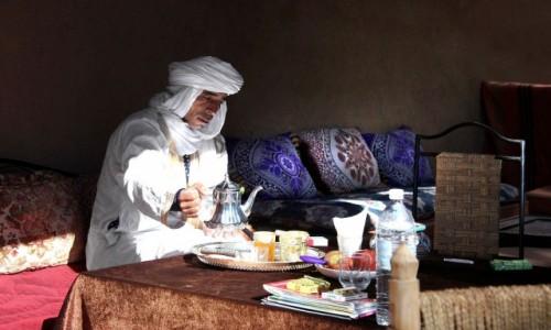 Zdjęcie MAROKO / Dara-Tafilalt / Zakura / W skupieniu nad herbatą