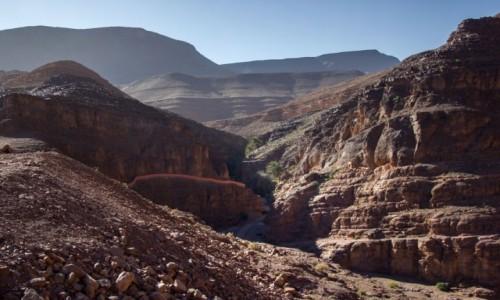 MAROKO / Maroko / Les cascades de Tizgui / W stronę wody